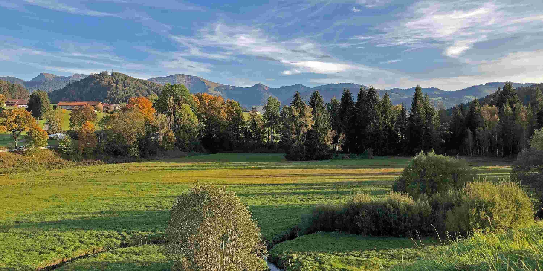 Allgäuer Herbstlandschaft mit Staufen und Nagelfluhkette