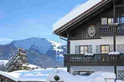 Bayerischer Hof im Winter mit Hochgrat