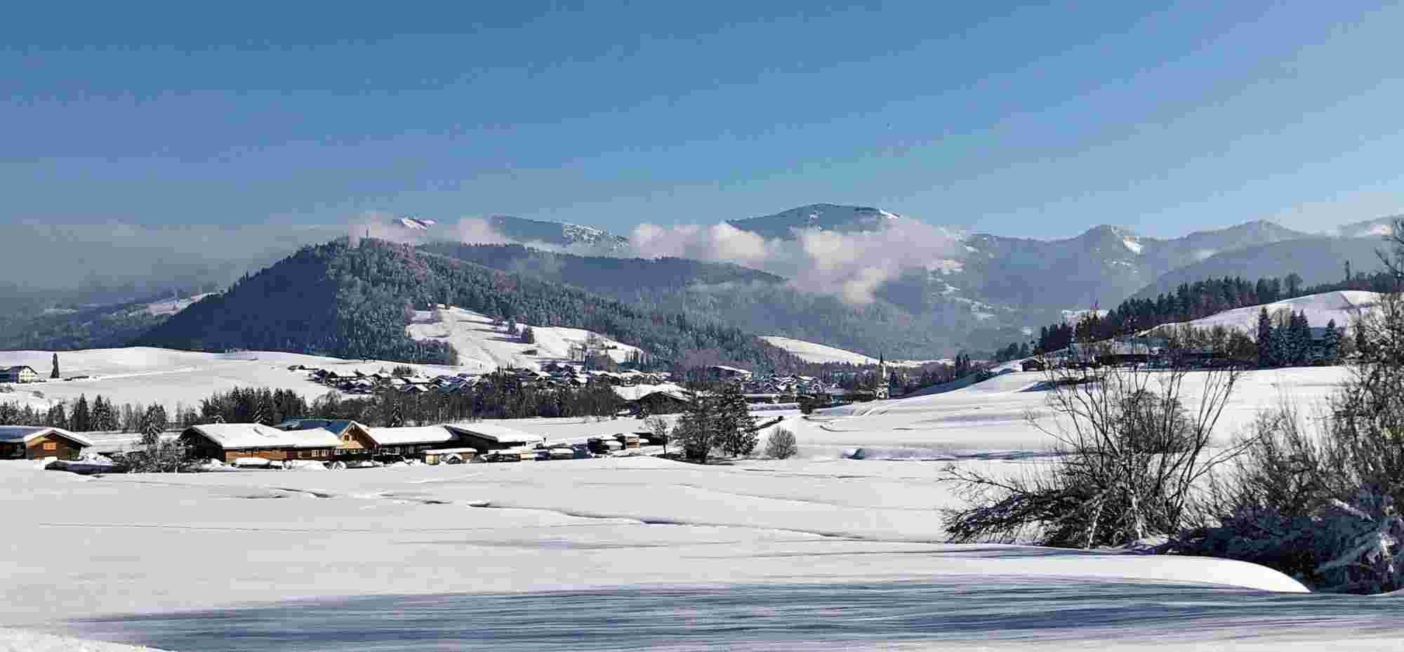 Winterlandschaft Oberstaufen mit Nagelfluhkette