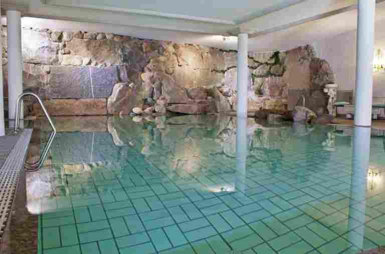 Innenpool im Hotel Bayerischer Hof Oberstaufen