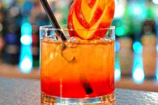 Cocktail in Stadlers Bar im Hotel Bayerischer Hof Oberstaufen