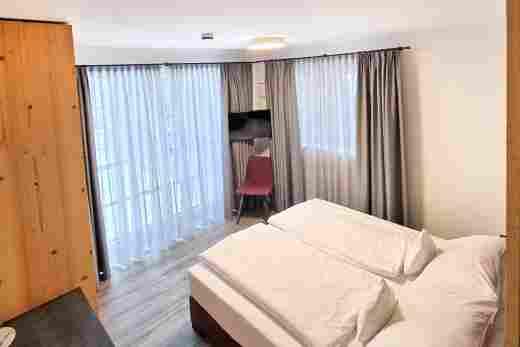 Schlafzimmer in der Ferienwohnung Alpenrose im Bayerischen Hof Oberstaufen, Löwen Suites
