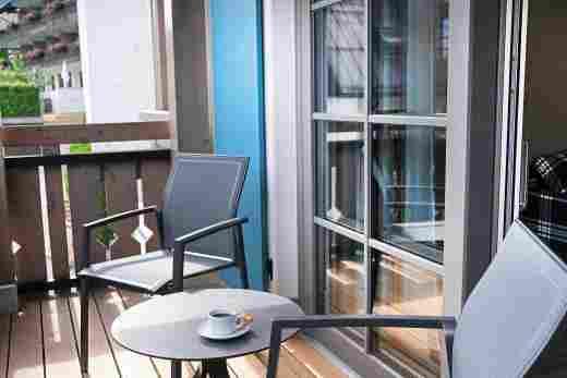 Balkon mit Sitzgarnitur in der Ferienwohnung Gams, Ferienwohnung im Bayerischen Hof in Oberstaufen