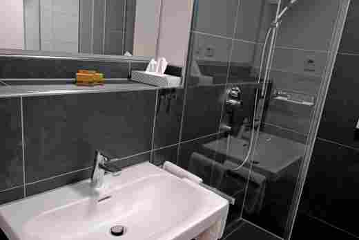 Großes Bad in der Ferienwohnung Gams im Bayerischen Hof und den Löwen Suites