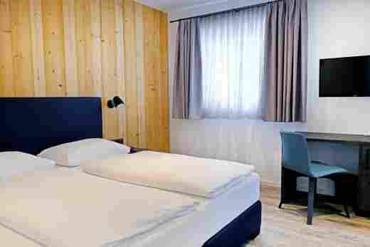 Kleines Schlafzimmer in der Ferienwohnung Gams im Bayerischen Hof Oberstaufen