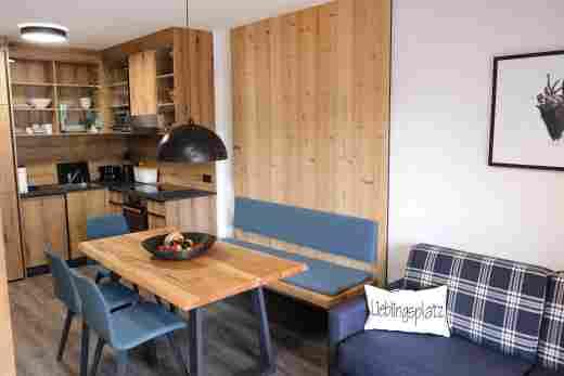 Essbereich und Küche in der Ferienwohnung Gams im Bayerischen Hof, Oberstaufen