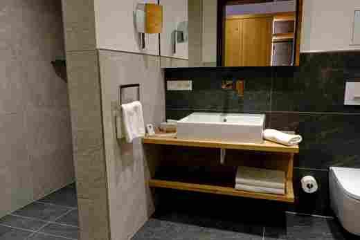 Badezimmer in der  Ferienwohnung Murmeltier II vom Bayerischen Hof Oberstaufen, Löwen Suites