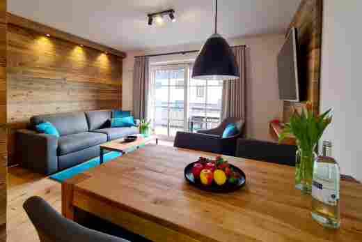 Esstisch und Wohnbereich in der Wohnung Murmeltier II vom Bayerischen Hof Oberstaufen, Löwen Suites