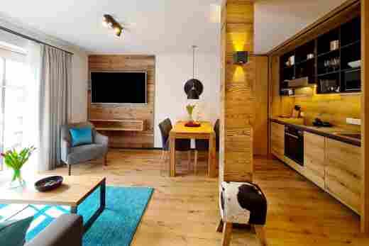 Wohnbereich und Küche in der Ferienwohnung Murmeltier II vom Bayerischen Hof Oberstaufen, Löwen Suites