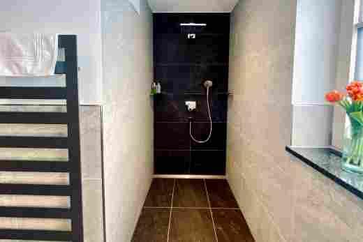 Dusche in der  Ferienwohnung Murmeltier II vom Bayerischen Hof Oberstaufen, Löwen Suites