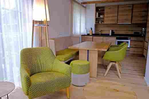 Blick in die Küche im Penthouse Nr. 9, Ferienwohnung im Bayerischen Hof in Oberstaufen