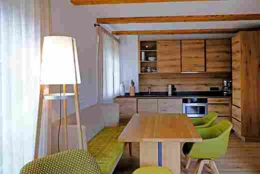 Essbereich und Küche im Penthouse Nr. 9, Ferienwohnung im Bayerischen Hof in Oberstaufen