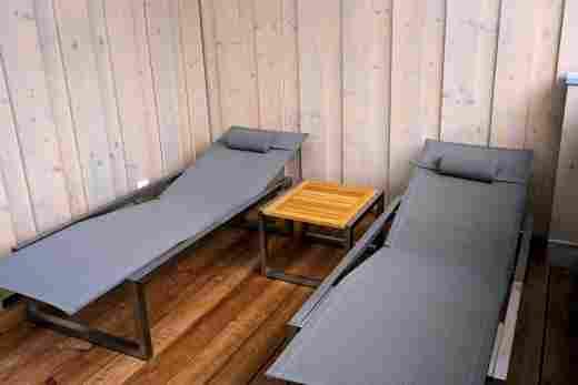 Liegestühle im Penthouse Nr. 9 im Bayerischen Hof in Oberstaufen