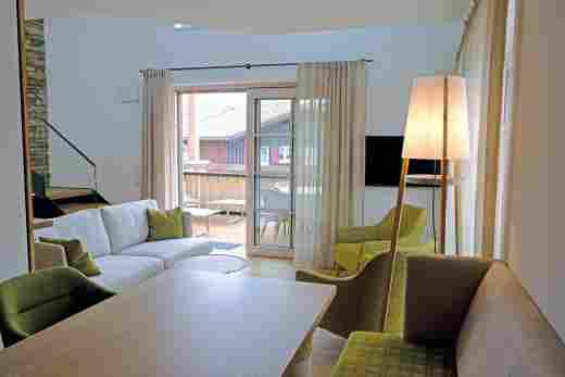 Essbereich und Wohnzimmer im Penthouse Nr. 9, Ferienwohnung im Bayerischen Hof in Oberstaufen