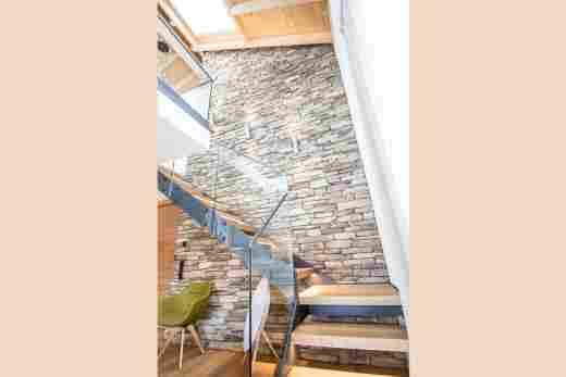 Treppenaufgang zur Galerie in der Ferienwohnung Penthouse Nr. 9 im Bayerischen Hof