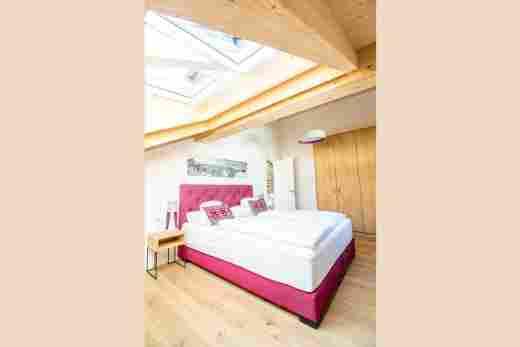 Schlafzimmer unterm Dach im Penthouse Nr. 9, Ferienwohnung im Bayerischen Hof in Oberstaufen
