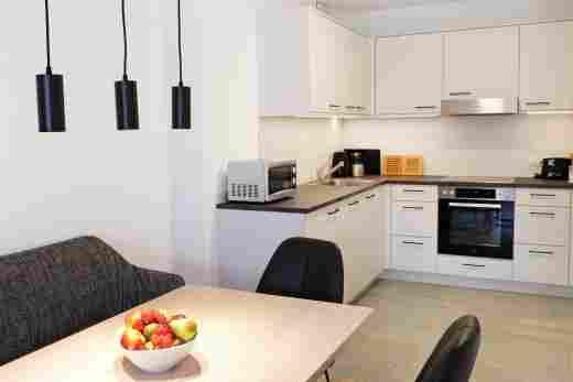 Essbereich und Küche in der Ferienwohnung Steinbock im Bayerischen Hof in Oberstaufen