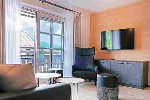 Wohnzimmer mit Balkon, Ferienwohnung Steinbock im Bayerischen Hof in Oberstaufen