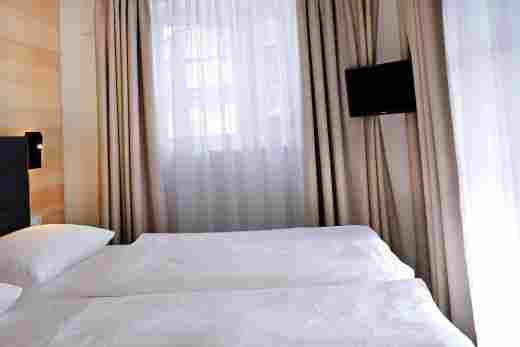 Großes Schlafzimmer in der Ferienwohnung Steinbock im Bayerischen Hof Oberstaufen, Löwen Suites.