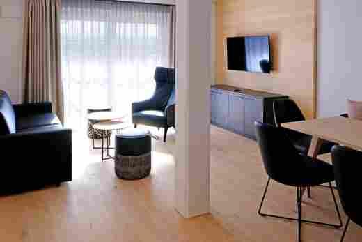 Wohnbereich in der Ferienwohnung Steinbock im Bayerischen Hof Oberstaufen, Löwen Suites.