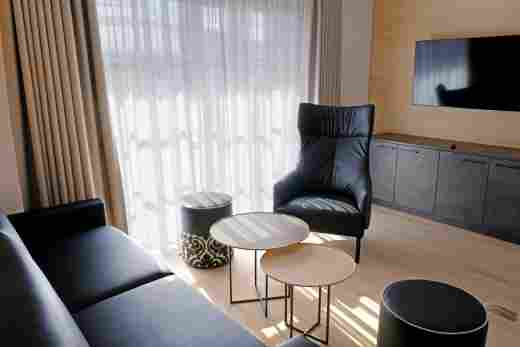 Wohnzimmer in der Ferienwohnung Steinbock im Bayerischen Hof Oberstaufen, Löwen Suites.