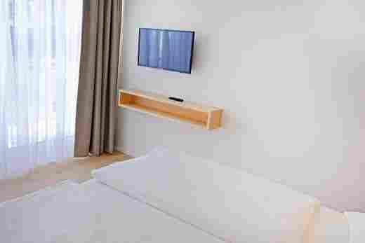 Zweites Schlafzimmer zum Fenster in der Ferienwohnung Steinbock im Bayerischen Hof Oberstaufen, Löwen Suites