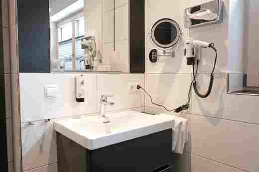 Wohnung C06, Löwen Suites im Bayerischen Hof in Oberstaufen, Badezimmer