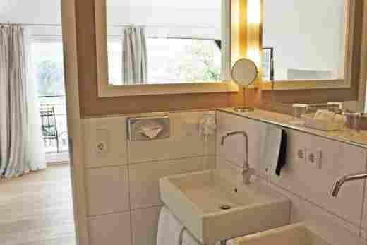 Badezimmer der Hochgratsuite im Bayerischen Hof Oberstaufen